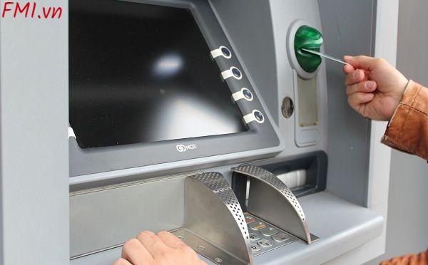 the-atm-vietcombank-duoc-rut-toi-da-bao-nhieu-tien