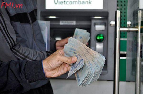 han-muc-rut-tien-the-atm-vietcombank-bao-nhieu